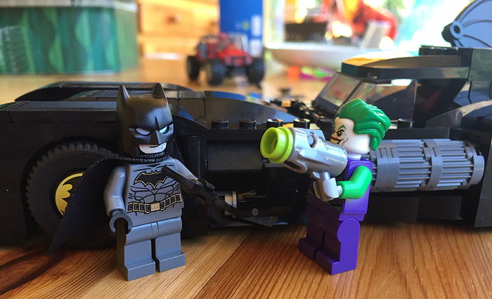 LEGO 76119 - Batmobile: La poursuite du Joker - Figurines